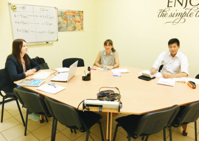 russian-group-course-japanese_and_spanish_student